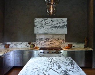 The hood and island are like blocks of Pavonazzetto marble.