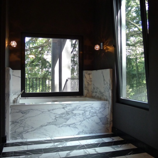The floors alternate between Statuario and Nero Marquina marble. All windows feature this tilt function as well as inward swing for easy cleaning.