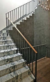 The stairs are clad with Pavonazzetto marble. The railings are oiled steel with bronze banisters. The Venetian plaster is by master Francois Pascal.